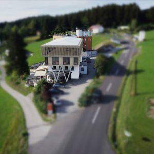 Außenansicht des Seminarhotels in Kirchschlag - Hotel Alpenblick